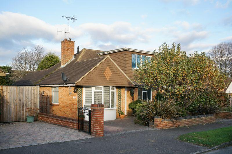 3 Bedrooms Chalet House for sale in St Lawrence Way, Hurstpierpoint