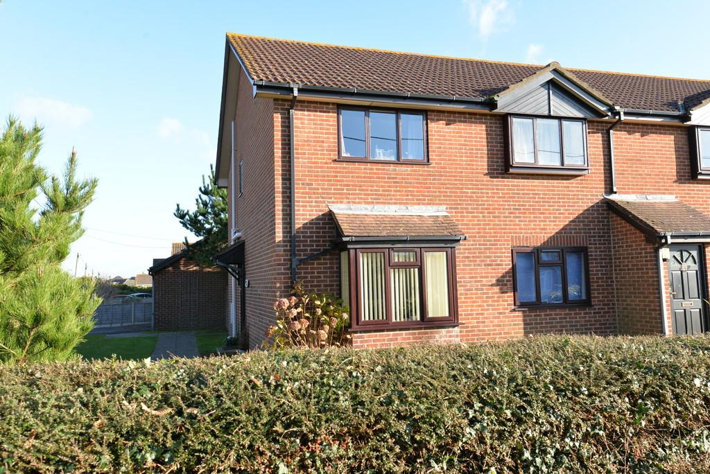 2 Bedrooms Ground Flat for sale in Western Avenue, Barton On Sea