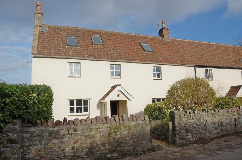 5 Bedrooms Semi Detached House