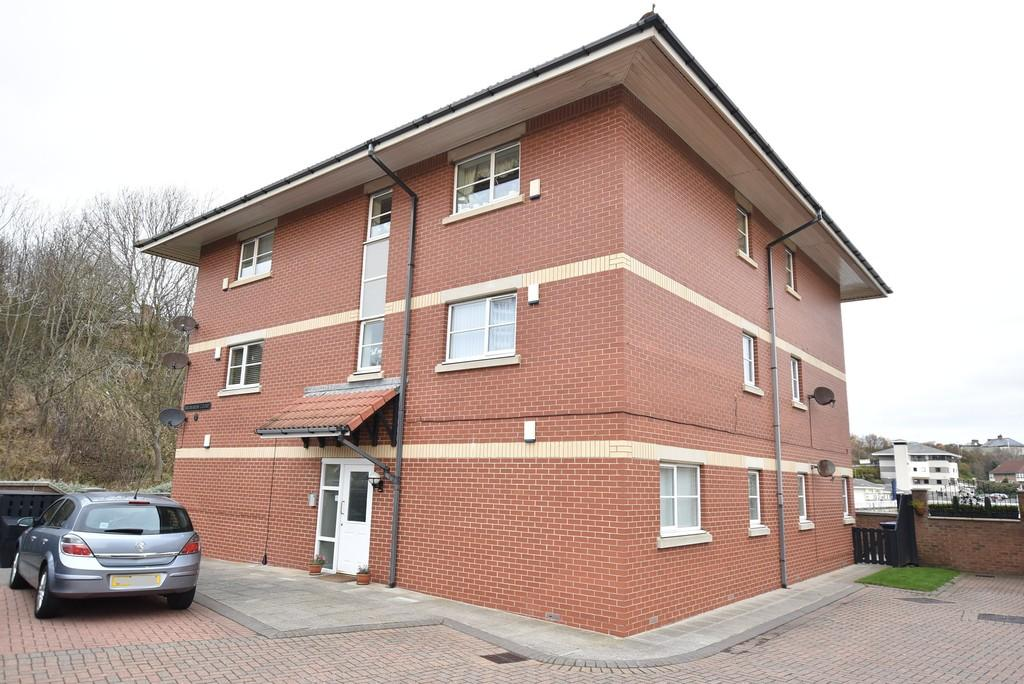 2 Bedrooms Ground Flat for sale in Bromarsh Court, North Haven