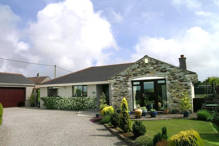 3 Bedrooms Bungalow for sale in LAURIAN, CHURCHTOWN, CURY, TR12