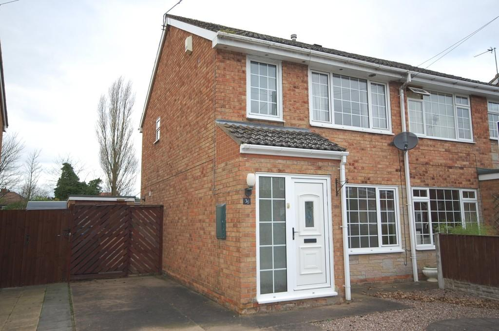 3 Bedrooms Semi Detached House for sale in Willow Drive, Hook