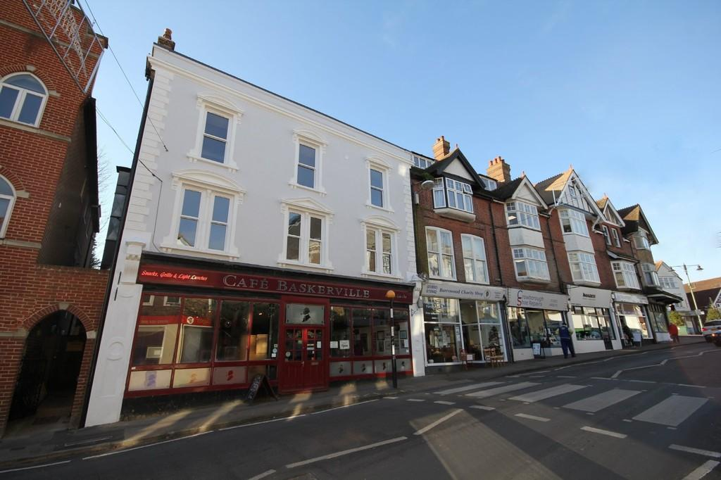 2 Bedrooms Apartment Flat for sale in The Broadway, Crowborough