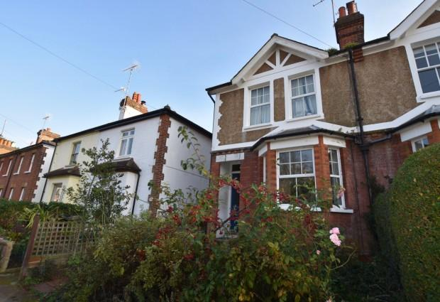 3 Bedrooms Semi Detached House for sale in Clinton Road, Leatherhead, KT22
