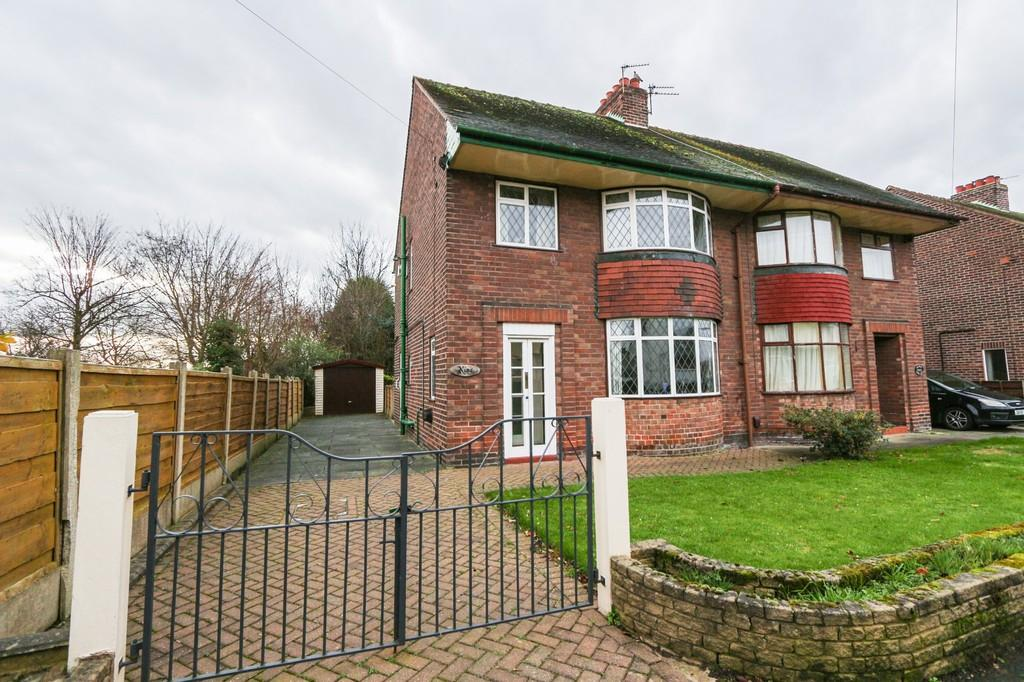 3 Bedrooms Semi Detached House for sale in 9 Sandy Lane Irlam