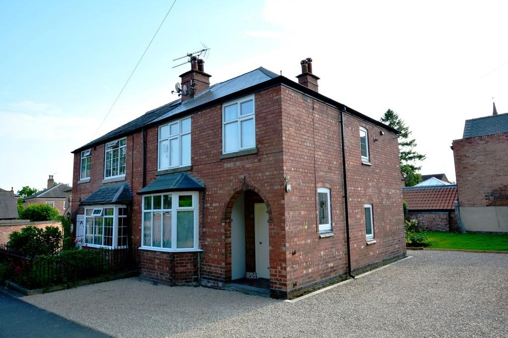 3 Bedrooms Semi Detached House for rent in Forge Place,Westgate, Southwell, Nottinghamshire