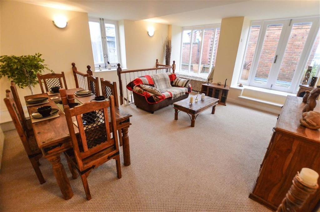 3 Bedrooms Triplex Flat for sale in The Royal, Salford, Greater Manchester, M3