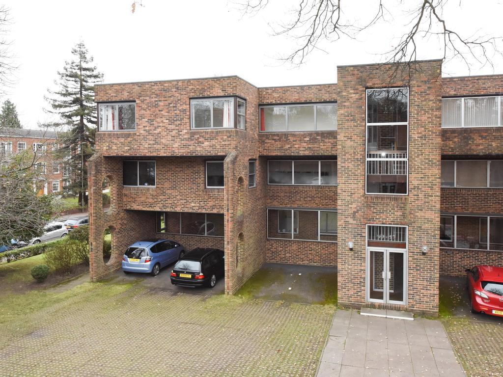 2 Bedrooms Flat for sale in Stroudwater Park, Weybridge KT13