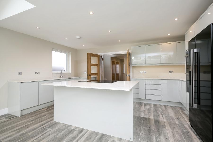 4 Bedrooms Detached House for sale in Runnymede Road, Twickenham, TW2