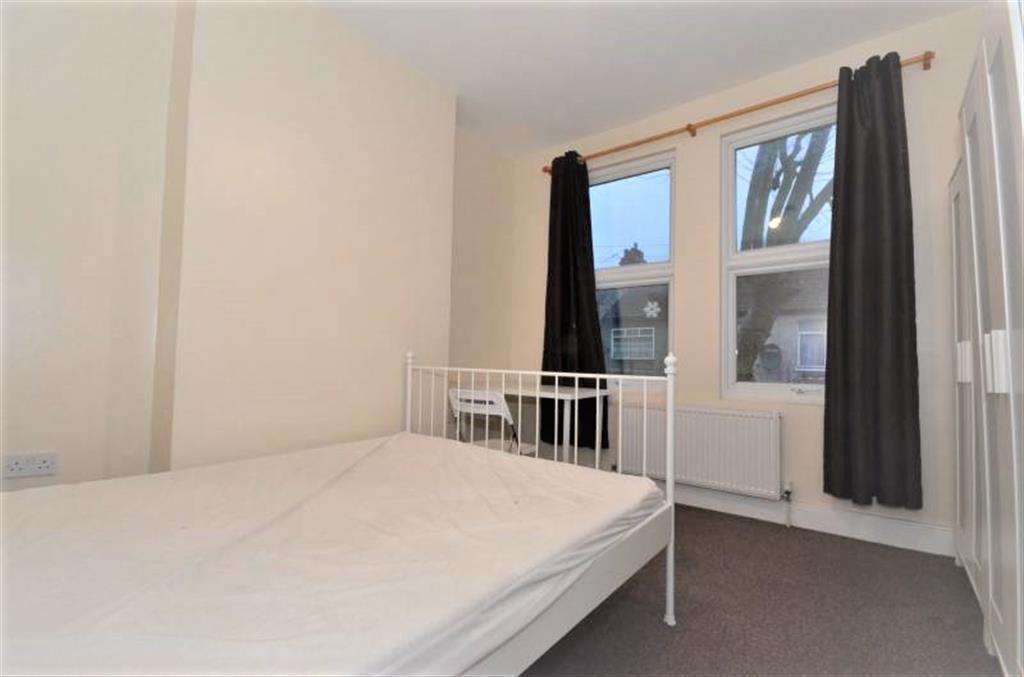 3 Bedrooms Terraced House for sale in Stevenage Road, East Ham, LONDON E6