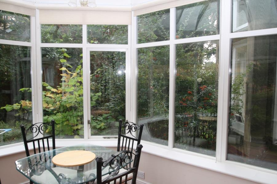2 Bedrooms Apartment Flat for rent in THE AVENUE, ROUNDHAY, LEEDS, LS8 1DW
