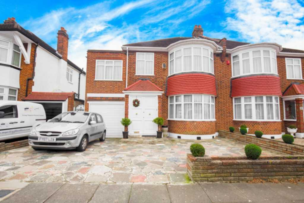 4 Bedrooms Semi Detached House for sale in Valley Drive, Kingsbury, NW9
