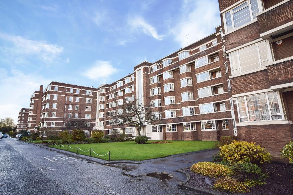 3 Bedrooms Flat for sale in Kelvin Court, Anniesland, Glasgow, G12 0AH