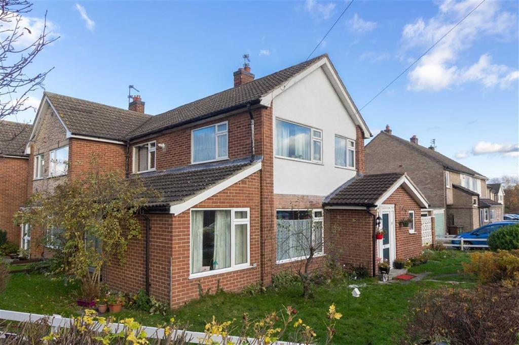 3 Bedrooms Semi Detached House for sale in Loweswater Drive, Loughborough, LE11