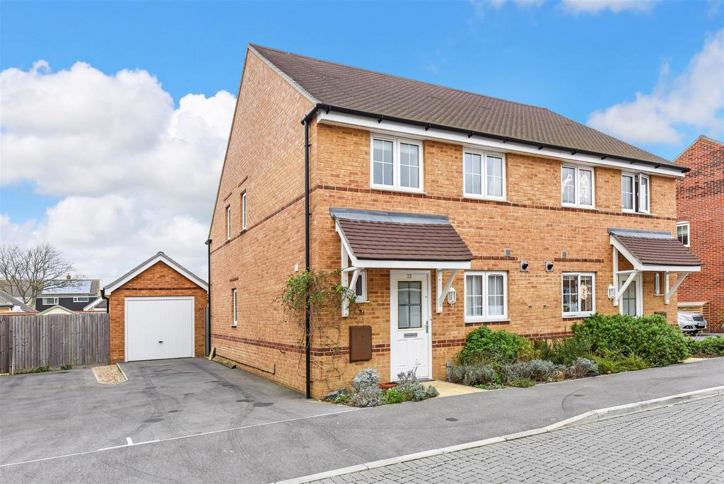 3 Bedrooms Semi Detached House for sale in Mill Pond Crescent, Donnington