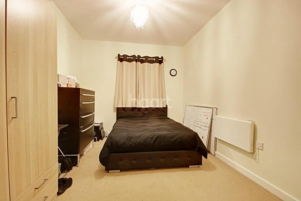 2 Bedrooms Flat for sale in Town Centre Apartment