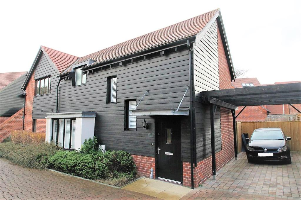 2 Bedrooms Semi Detached House for sale in Bluegown Avenue, Leybourne, West Malling