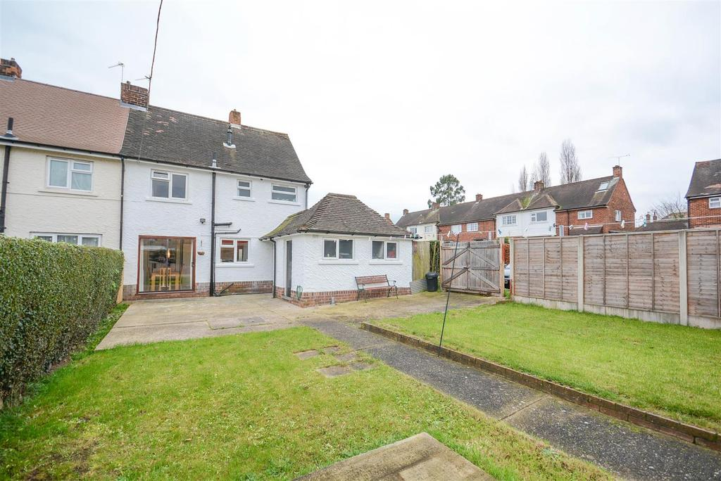 3 Bedrooms Semi Detached House for sale in Hill Close, West Bridgford, Nottingham