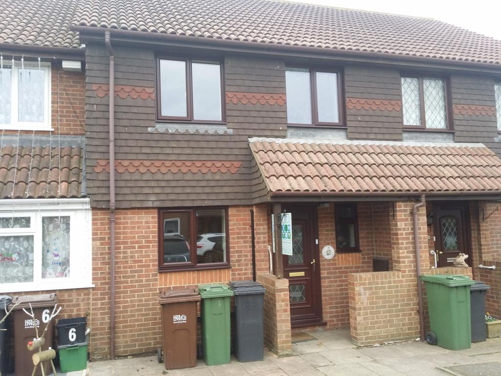 3 Bedrooms Terraced House for rent in The Vineries, Eastbourne BN23