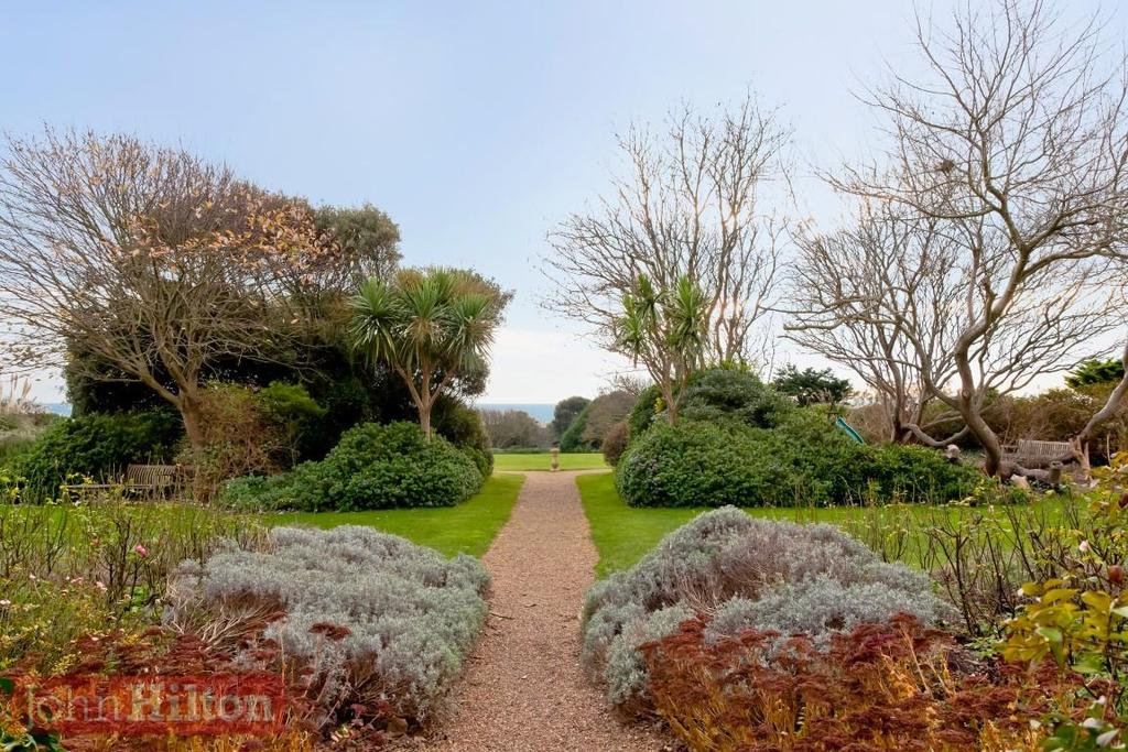 785. Gardens 1.JPG