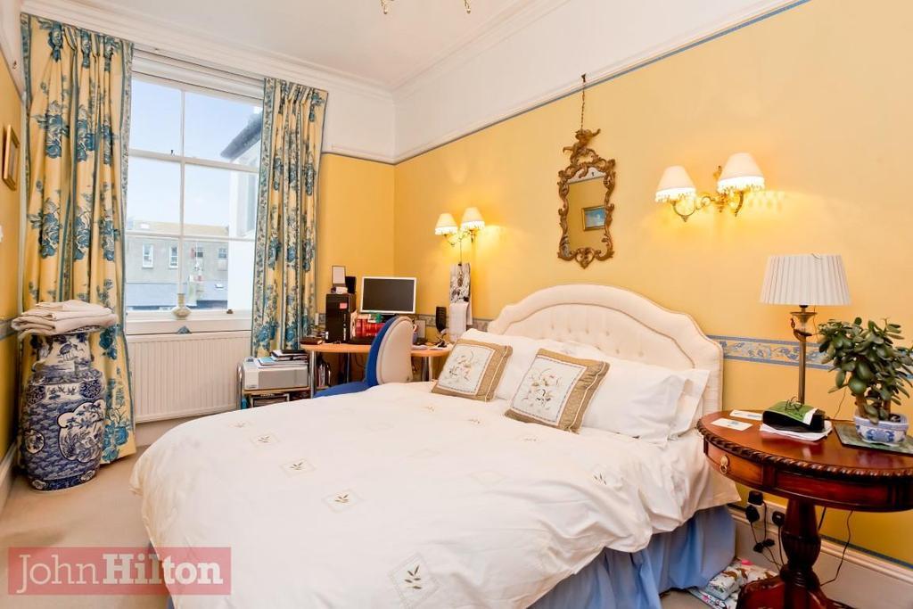 785. Master Bedroom.JPG