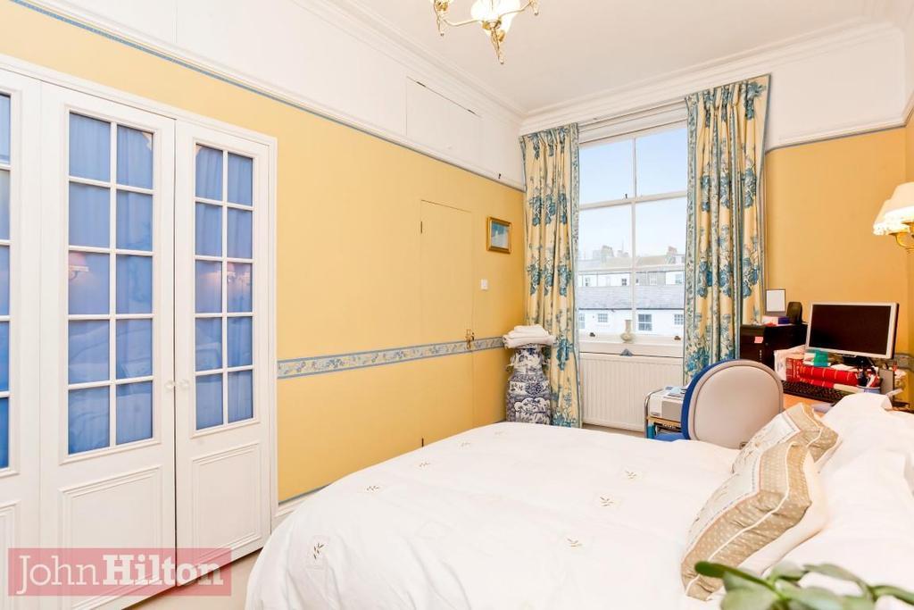 785. Master Bedroom 1.JPG