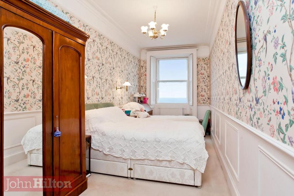 785. Bedroom.jpg
