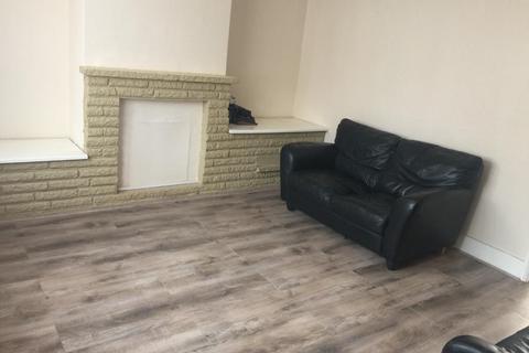 3 bedroom flat to rent - London, Mitcham