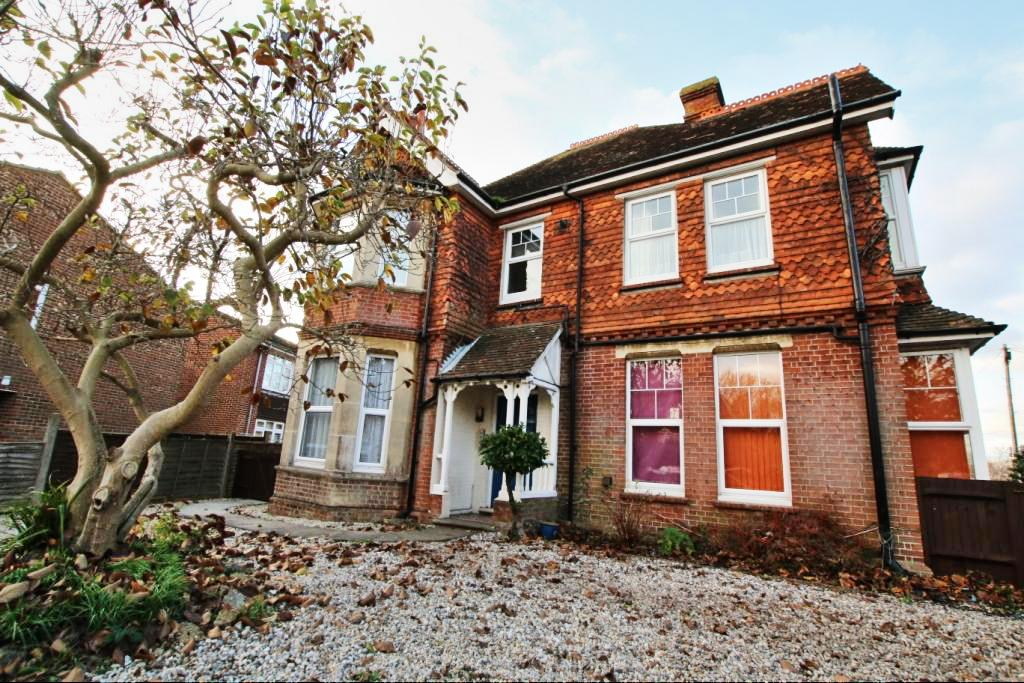 2 Bedrooms Flat for sale in 23 London Road, Hailsham BN27