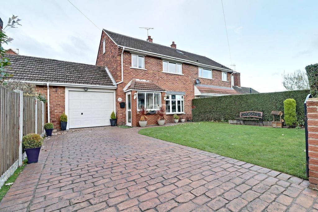 3 Bedrooms Semi Detached House for sale in Sycamore Grove, Doncaster