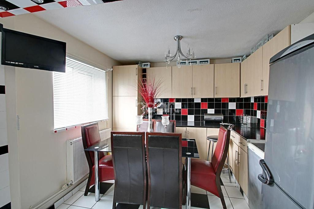 3 Bedrooms Terraced House for sale in Flewitt Gardens, Nottingham
