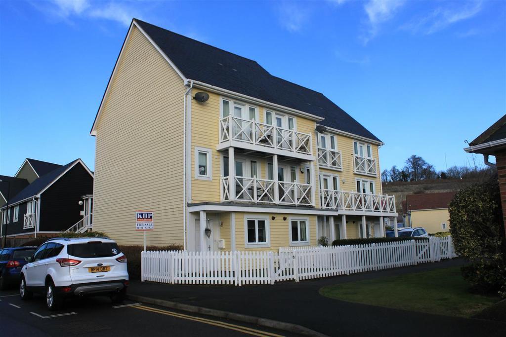 4 Bedrooms End Of Terrace House for sale in Poynder Drive, Snodland, ME6 5SP