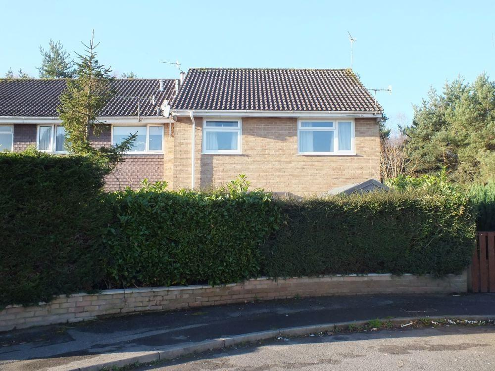 2 Bedrooms Flat for rent in Redhoave Road, Canford Heath, POOLE, Dorset