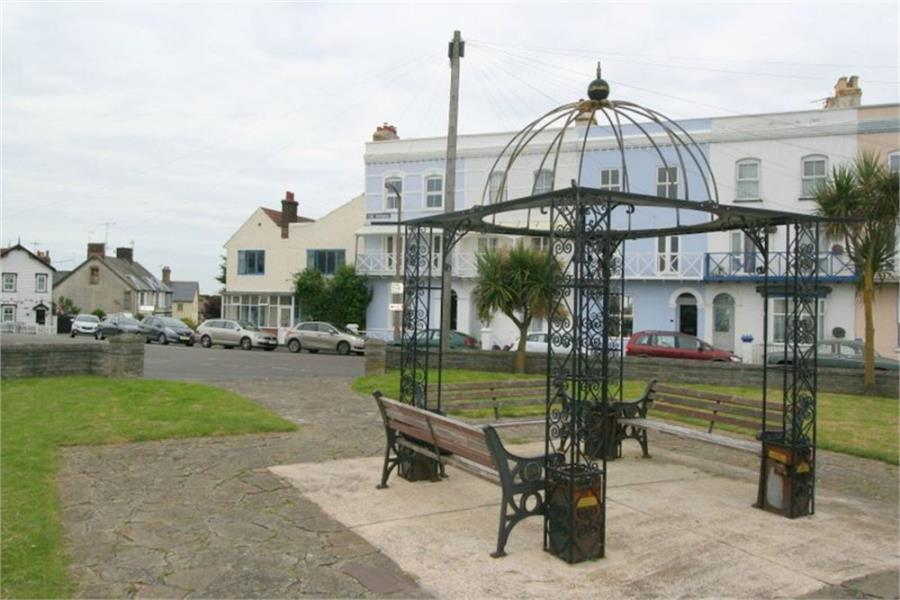 2 Bedrooms Maisonette Flat for sale in The Parade, Walton on the Naze