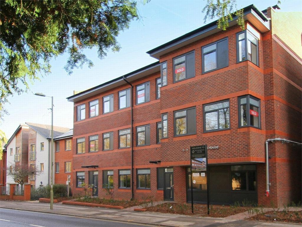 2 Bedrooms Flat for sale in Fleet, Hampshire