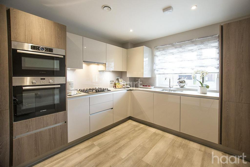 4 Bedrooms Semi Detached House for sale in Atherton Court, London, E15