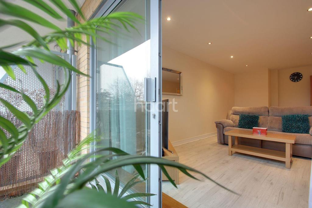 2 Bedrooms Flat for sale in Monument Court, Stevenage Old Town
