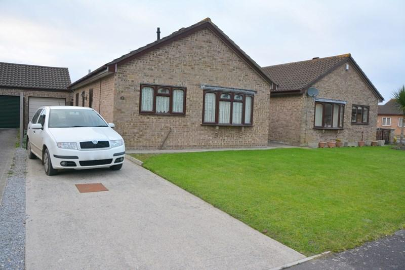 2 Bedrooms Detached Bungalow for sale in Warwick Gardens, Burnham-On-Sea