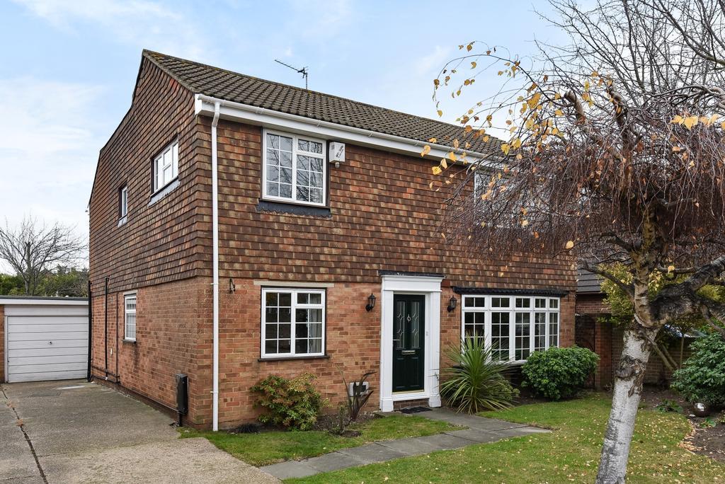 4 Bedrooms Detached House for sale in Brummel Close Bexleyheath DA7