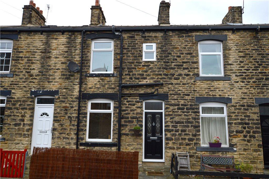 2 Bedrooms Terraced House for sale in Donald Street, Farsley, Pudsey, West Yorkshire