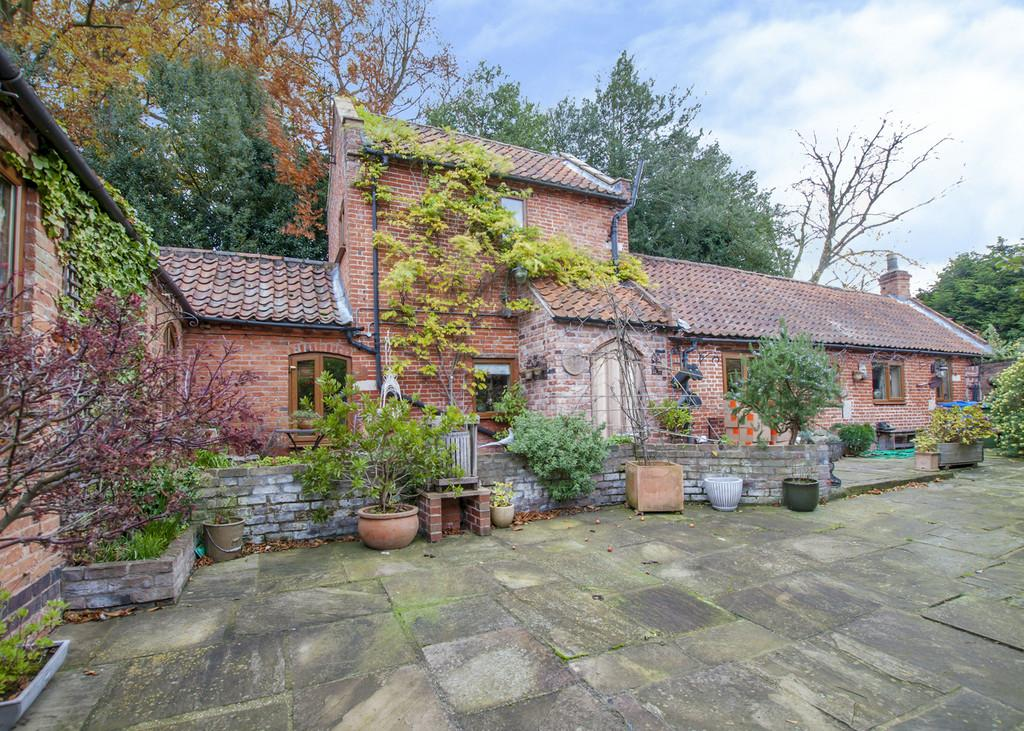 3 Bedrooms Detached House for sale in Mill Lane, Rockley, Retford