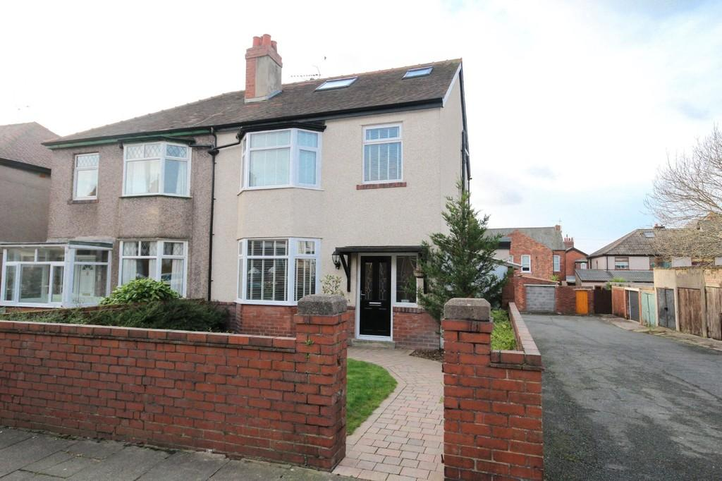 4 Bedrooms Semi Detached House for sale in Victoria Avenue, Barrow