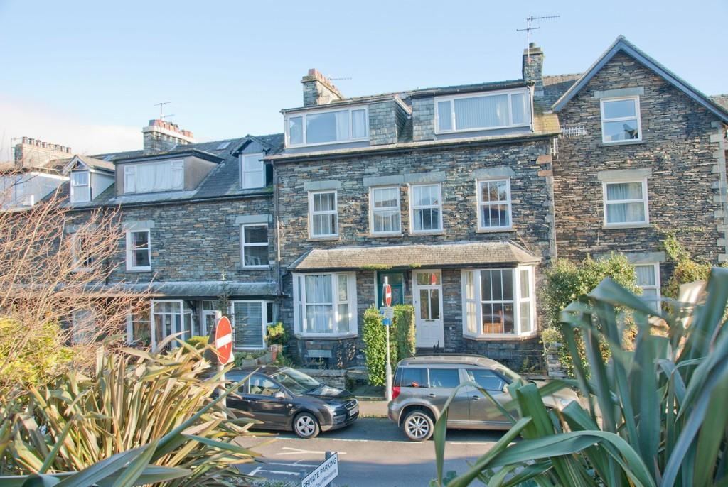 4 Bedrooms Terraced House for sale in 3 Millans Park, Ambleside, Cumbria LA22 9AG