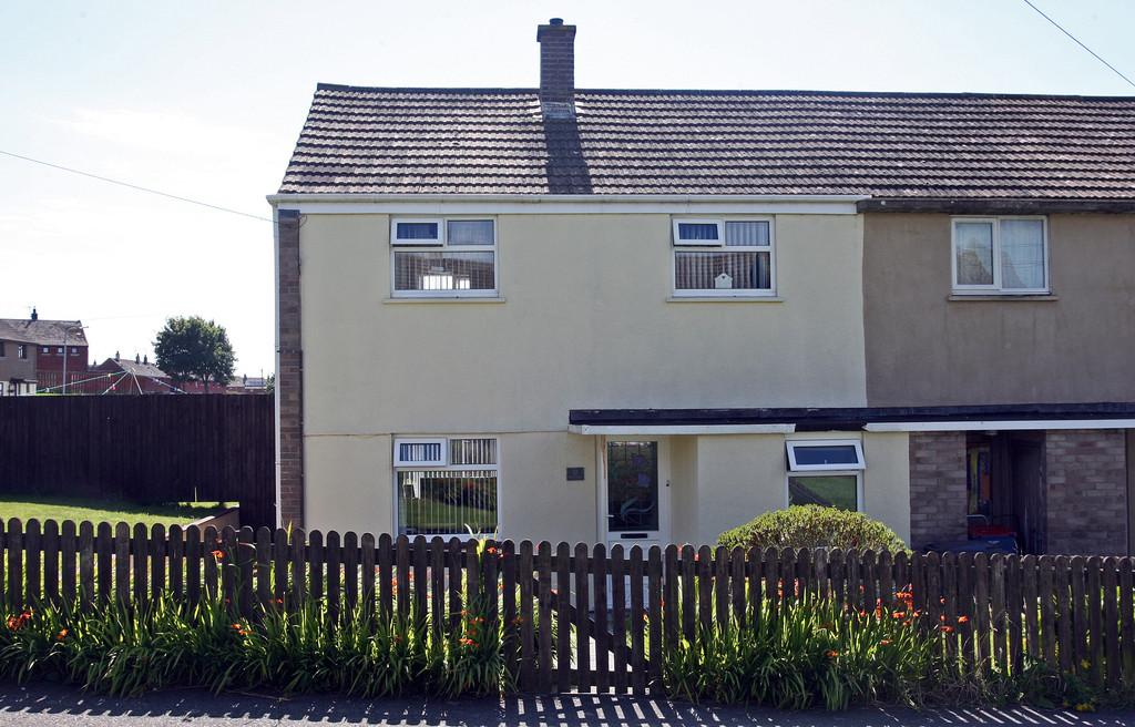 2 Bedrooms Semi Detached House for rent in Dol Eithin, Caergeiliog, North Wales