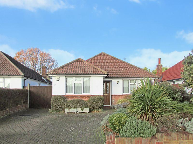 2 Bedrooms Detached Bungalow for sale in Cold Blow Crescent, Bexley