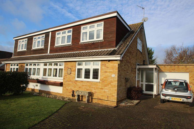 4 Bedrooms Semi Detached House for sale in Guestwick, Tonbridge