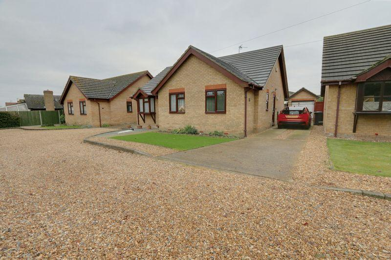 4 Bedrooms Detached Bungalow for sale in Field Gate, Sutton
