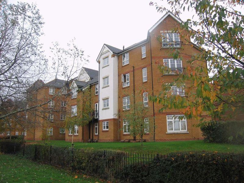 2 Bedrooms Apartment Flat for sale in Greenhaven Drive, Central Thamesmead