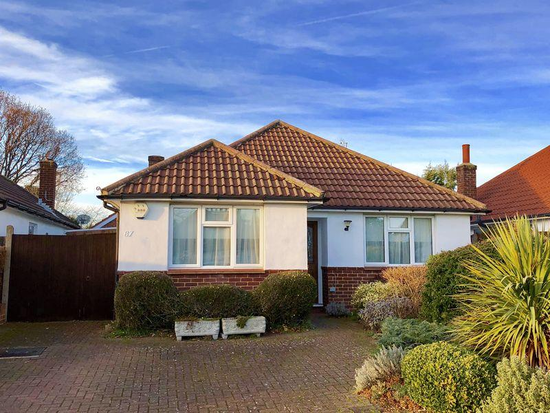 2 Bedrooms Bungalow for sale in Cold Blow Crescent, Bexley