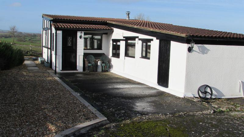 2 Bedrooms Detached Bungalow for rent in Ashill, Ilminster